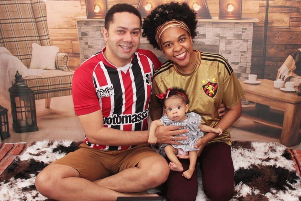 Adízia com seu marido Bruno e sua filha Clarice