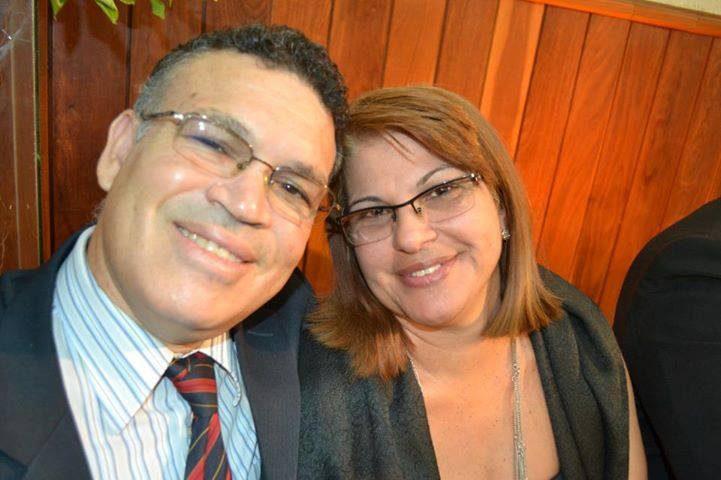 Edson e Lia sorrindo.