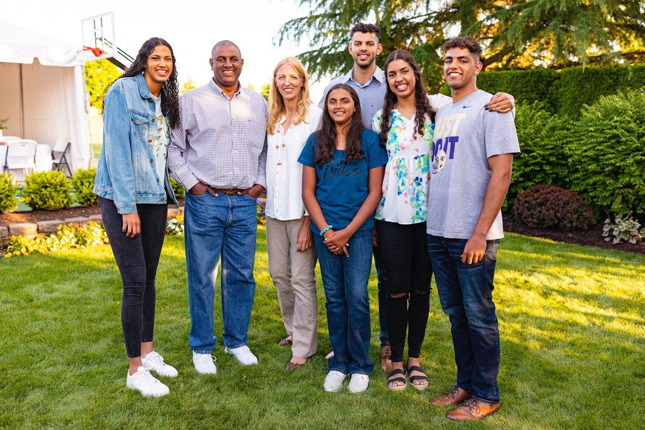 Rogério e Susan, com os filhos Timothy, Jessica, Stephanie, Tiago e Rebeca
