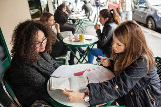 Paris girl's discovery: God is not taboo (side photo 1)
