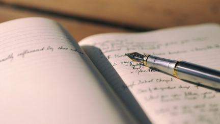 Llevar un diario de tiempo de silencio