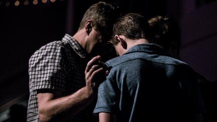 Cómo organizar una reunión de oración
