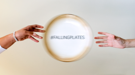 Cómo Falling Plates fue viral en mi familia